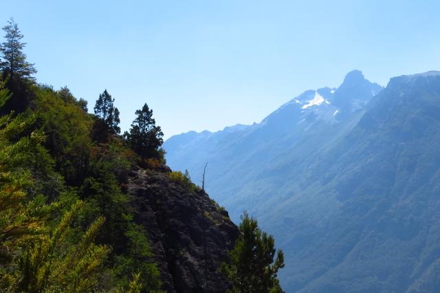 An der Steilflanke geht es bergab, noch steiler als beim Aufstieg